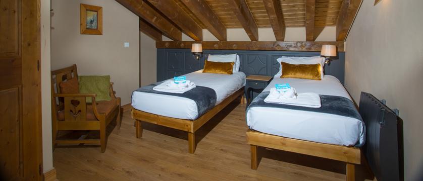 france_three-valleys-ski-area_courchevel_chalet-ariondaz_bedroom.jpg